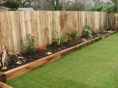 There are many reasons why a garden edging should be part of your garden. First of all, it serves to beautify the lawn, then it keeps animals beds 17 Fascinating Wooden Garden Edging Ideas You Must See - The ART in LIFE Diy Garden Bed, Backyard Garden Design, Backyard Fences, Easy Garden, Garden Path, Garden Edging Ideas Cheap, Fence Ideas, Simple Garden Ideas, Diy Fence