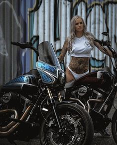 Girls And Motorcycles Lady Biker, Biker Girl, Female Motorcycle Riders, Motorcycle Girls, Crop Top Bikini, Hot Bikes, N Girls, Biker Chick, Club Style