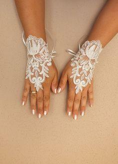 ivory wedding glove // lace glove, Bridal Glove, ivory, Fingerless Gloves, cuff wedding bride, bridal gloves, ivory,Free Ship,