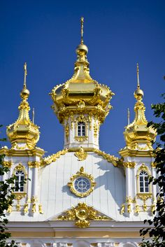 The Peterhof Grand Palace, Peterhof, near St. Petersburg, Russia Russian Architecture, Beautiful Architecture, Beautiful Buildings, Beautiful Places To Travel, Cool Places To Visit, St Pétersbourg Rússie, Peterhof Palace, Peter The Great, St Petersburg Russia