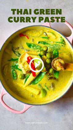 Green Curry Recipes Vegetarian, Thai Curry Recipes, Soup Recipes, Thai Food Vegetarian, Cooking Recipes, Easy Thai Green Curry, Thai Green Curry Paste, Thai Yellow Chicken Curry, Green Curry Sauce