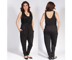 This jumpsuit has a low back and adjustable collar that can be pulled over the shoulders to create a cap sleeve.  It has a belt that can be tied in the front or at the back, along with side pockets.  Baggy and loose, it comfortably accommodates a growing baby bump, and the low neckline allows for easy nursing access.