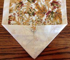 Fall table runner in leaf pattern goldbrown by BlessingsandBabies