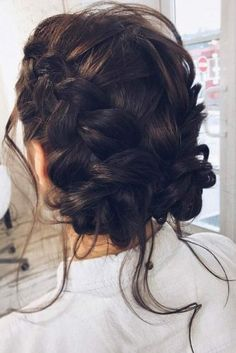 Braided prom hair updos look really elegant and beautiful. We have picked the trendiest updo hairstyles for our photo gallery. Braided Hairstyles Updo, Easy Formal Hairstyles, Braided Prom Hair, Short Hair Updo, Wedding Hairstyles, Cool Hairstyles, Braided Updo, Hairstyles Videos, Female Hairstyles