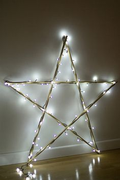 DIY Make your Christmas star of lights, with Leroy Merlin - Oscar Wallin Christmas Lights Outdoor Trees, Christmas Window Decorations, Outdoor Christmas, Diy Christmas Tree, Scandinavian Christmas, Christmas Wreaths, Christmas Ornaments, Luz Led, Christmas Inspiration