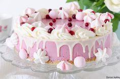Doron kakku: Helppo puolukkakakku minulle! Finnish Recipes, Home Bakery, Sweet Bakery, Sweet Pastries, Valentines Food, Food Decoration, Yummy Cakes, Vanilla Cake, Cake Recipes
