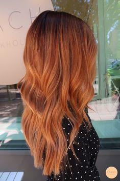 Ombre hår med chokladbrun botten, slingor i strawberry och kopparblond Hair Color Auburn, Hair Color Dark, Ombre Hair Color, Punk Hair Color, Medium Auburn Hair, Orange Ombre Hair, Brown Ombre Hair, Red Balayage Hair, Long Red Hair