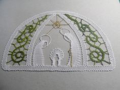 Lace Heart, Theme Noel, Lace Jewelry, Bobbin Lace, Lace Detail, Lana, Diy And Crafts, Cross Stitch, Butterfly