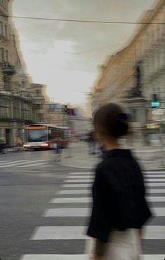 City Aesthetic, Aesthetic Photo, Aesthetic Girl, Aesthetic Pictures, Photo Adolescent, Urbane Fotografie, Applis Photo, Insta Photo Ideas, City Girl