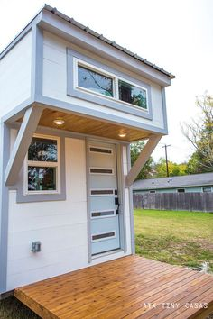 The Lady Bird: a beautifully designed bright, modern tiny home from ATX Tny Casas with just 224 sq ft of space! Small Tiny House, Modern Tiny House, Tiny Houses For Sale, Tiny House Design, Little Houses, Tiny House Village, Tiny House Cabin, Tiny House Plans, Tiny House On Wheels