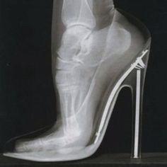 """""""Helmut Newton""""... sja, 't eigenlijk van de zotte hoe onze voeten in die schoenen zitten...niet aan denken, doorlopen!"""