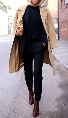 PEPLUM: Haz de las prendas con peplum tu mejor aliado. Consigue tops que sean ceñidos de arriba y el efecto peplum hará que tus caderas se vean menos anchas.