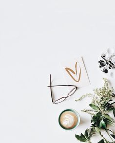 New Photography Inspo Flowers 44 Ideas Flat Lay Photography, Coffee Photography, Organizar Feed Instagram, Wallpaper Backgrounds, Iphone Wallpaper, Wallpapers, Foto Still, White Aesthetic, Coffee Art