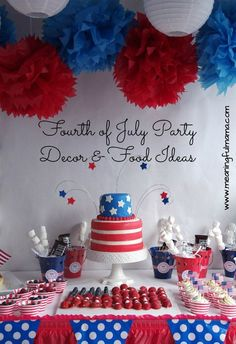 A fun and beautiful 4th of July Table 4th of July Decor Pinterest