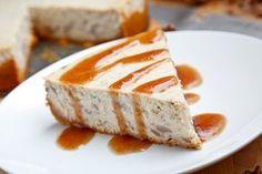 Ένα υπέροχο, κρεμώδες cheesecake με κάστανα γαρνιρισμένο με σιρόπι από ρούμι, ιδανικό για το τέλειο επιδόρπιο μετά από τα γιορτινά σας και όχι μόνο τραπέζ
