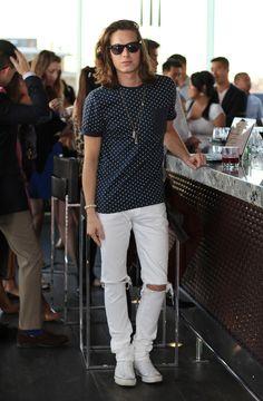 Polkadot shirt, white ripped jeans, Converse shoes