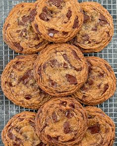 Crispy Chewy Chocolate Chip Cookies loaded with chocolate chunks. These bakery-style cookies have crinkled edges and are thin, crispy and chewy. Chewy Candy, Chewy Chocolate Chip Cookies, Chocolate Cookie Recipes, Best Chocolate, Chocolate Chips, Baking Recipes, Dessert Recipes, Candy Recipes, Vegetarian Chocolate