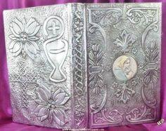 Biblia con la Virgen en plata
