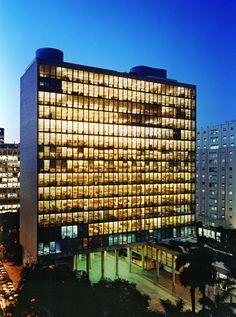 Edificio Gustavo Capanema, Niemeyer y otros grandes arquitectos iberoamericanos con la colaboración del maestro Le Corbusier.