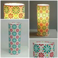 La lampe à poser Lily avec ses jolies fleurs géométriques turquoises et rouges éclairera avec bonne humeur votre intérieur. Elle saura trouver sa place aussi bien au salon que dans une chambre. A retrouver sur www.tante-ines.com.