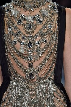 See all the Details photos from Marchesa Autumn/Winter 2016 Ready-To-Wear now on British Vogue Couture Mode, Couture Fashion, Runway Fashion, Womens Fashion, Fashion Glamour, Ladies Fashion, Fashion Details, Love Fashion, High Fashion