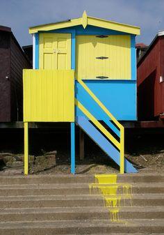tiny-beach-hut-1      Small beach hut in Walton-on-the-naze, Essex, England. Photos by Phil Gyford.