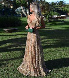 Vestido simplesmente perfeito, via ✨ @borntobeabride ✨ Sugestão linda para casamentos diurnos! 🍃 Vestido: Agilità Brasil ⠀