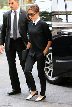 Victoria Beckham steps out in coordinated black-and-white outfit in NYC Pictured: Victoria Beckham Ref: 270915 Picture by: XactpiX/splash Splash News and Pictures Los Angeles: New York: London: photodesk Mode Outfits, Office Outfits, Fashion Outfits, Office Wear, Fashion Ideas, Woman Outfits, Fasion, Fashion Tips, Fashion Trends