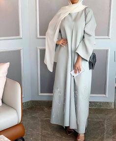 Fashion Show Dresses, Modest Fashion Hijab, Modern Hijab Fashion, Arab Fashion, Hijab Fashion Inspiration, Fashion Outfits, Mode Abaya, Mode Hijab, Stylish Hijab