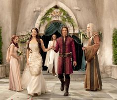 Pinning for the costumes and set, rather than the show (Legend of the Seeker)