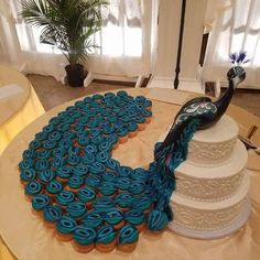 This creative #wedding #cake include one pissed peacock with more than twenty cupcakes. The entire concept is brilliant but the head on the peacock is big, and smaller size body make it scary rather than normal sized and attractive.