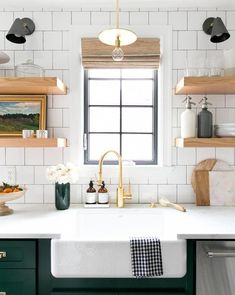 41 Inexpensive Green Kitchen Cabinets Design Ideas For Kitchen Interior Rustic Kitchen, New Kitchen, Kitchen Ideas, Kitchen Inspiration, Awesome Kitchen, Kitchen Designs, Kitchen White, Kitchen Small, Kitchen Colors