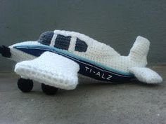 Amigurumi Plane Baby Mobile : amigurumi vehiculos-aviones... on Pinterest Airplanes ...