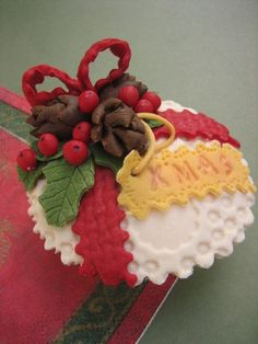 Christmas Found: 38 Holiday Cupcakes Too Cute To Eat Photo Gallery