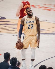 Jay Z Basketball Team Brooklyn Lebron James Lakers, King Lebron James, King James, Basketball Is Life, Basketball Players, Sports Fanatics, Dwyane Wade, Magic Johnson, Sport Icon