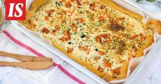 Suolainen lohipiirakka sopii vaikka lounassalaatin kanssa tai sen voi valmistaa pienen seurueen kahvipöytään. Quiche, Macaroni And Cheese, Pizza, Cooking Recipes, Breakfast, Ethnic Recipes, Morning Coffee, Mac And Cheese, Chef Recipes