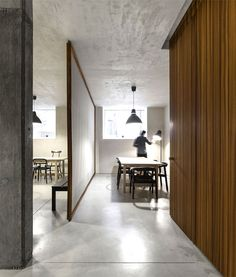 modern-office-very-unconventional-artistic-space-17