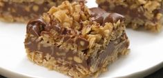 No-Bake Chocolate Oat Bars - Need a sweet treat that doesn't require heat? Try our No-Bake Chocolate Oat Bars! This simple delight whips up quickly and mixes crunch with chocolate taste. == CLICK THROUGH TO SEE! Magic Chocolate, Chocolate Oats, Dark Chocolate Chips, Chocolate Drizzle, Chocolate Oat Bars Recipe, German Chocolate, Chocolate Cream, Delicious Chocolate, Chocolate Cookies