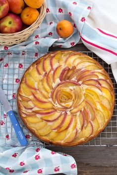 Torta allo yogurt pesche e albicocche senza burro, facile e veloce con decorazione a fiore.Recipe Yogurt apricot, peach Cake