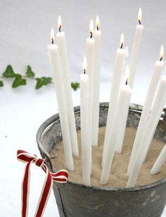Un candelabro muy chic. Inspírate en él para jugar con diferentes tipos de recipientes. En: Remodelista