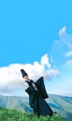 park bo gum 박보검 朴寶劍 구르미 그린 달빛 Moonlight Drawn By Clouds Park Bo Gum Wallpaper, Kdrama, Kwak Dong Yeon, Park Go Bum, Moonlight Drawn By Clouds, Kim Yoo Jung, Great Backgrounds, Korean Traditional, His Travel