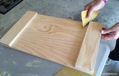 Cheap Home Decor DIY stained wood tray tutorial.Cheap Home Decor DIY stained wood tray tutorial Into The Woods, Diy Craft Projects, Project Ideas, Diy Wood Stain, Wood Crafts, Diy Crafts, Wood Tray, Pallet Tray, Serving Tray Wood