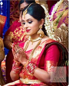 Beautyy Picturess: Wedding Saree and South Indian Bride Mehndi, Henna, South Indian Weddings, South Indian Bride, Kerala Bride, Indian Bridal Wear, Indian Wear, Tamil Brides, Hindu Bride