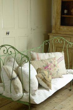 アンティーク アイアンベビーベッド(シャビーグリーン) French VIntage Folding Baby Bed