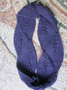 Ribbed Annabelle Cowl Free Knitting Pattern and more free cowl knitting patterns http://intheloopknitting.com/cowl-knitting-patterns/