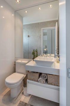 Cássio Olivato arquitetura Bathroom Layout, Modern Bathroom Design, Small Bathroom, Family Room Lighting, Coastal Bathrooms, Small Room Bedroom, Home Hacks, Bathroom Inspiration, Spa Rooms