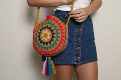 Campora M Round Bag - Tote Bag Collections embroidery sweets embroidery inspiration embroidery beautiful Hippie Bags, Boho Bags, Tapestry Bag, Tapestry Crochet, Crochet Handbags, Crochet Purses, Crochet Shell Stitch, Diy Bags Purses, Round Bag