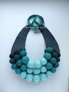 Felt Necklace, Diy Jewelry Necklace, Fabric Necklace, Cool Necklaces, Jewelry Crafts, Jewelry Art, Beaded Jewelry, Jewelery, Handmade Jewelry