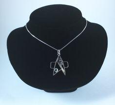 I love this wire sculpted Star Trek pendant design!