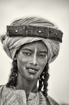 De dos out of africa, west africa, african tribes, african americans, beaut We Are The World, People Around The World, Fulani People, Afrique Art, African Tribes, African Americans, Beauty Around The World, Cultural, African Culture